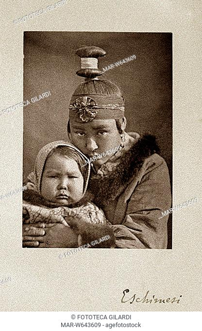 ANTROPOLOGIA Giovane madre eschimese con figlia di pochi anni. Collezione Enrico H. Giglioli. Fotografia dono del marchese Mario Nerli, giugno 1878