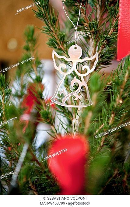 dettaglio di albero di Natale con decorazione, angelo