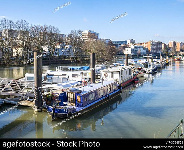 Joinville-le-Pont's houseboat harbour, Val de Marne, France