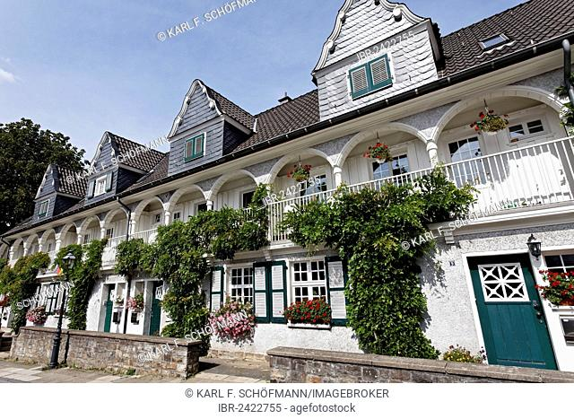 Idyllic terraced houses, historic residential area of Margarethenhoehe Garden City, Essen, Ruhr area, North Rhine-Westphalia, Germany, Europe