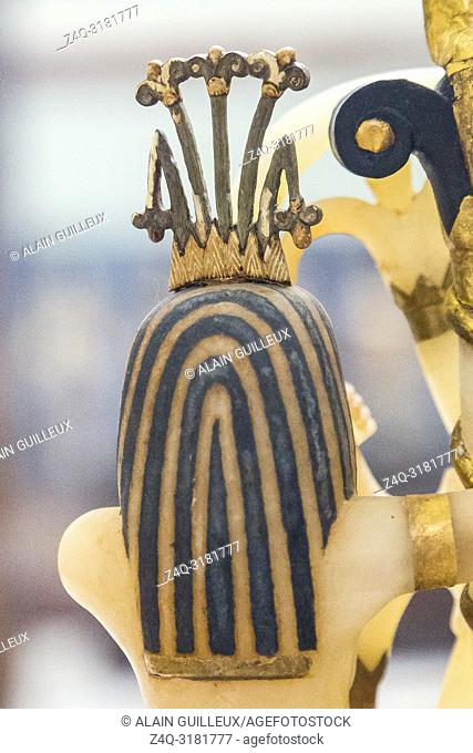 Egypt, Cairo, Egyptian Museum, Tutankhamon alabaster, from his tomb in Luxor : Back of a composite perfume vase, upon openwork pedestal