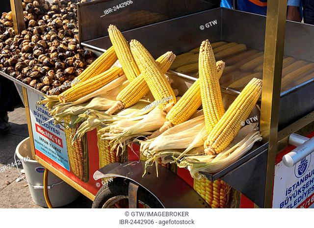 Corncobs and chestnuts, Eminoenue-market, Istanbul, Turkey