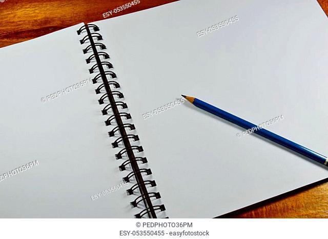 sketchbook loop side and pencil on wooden table