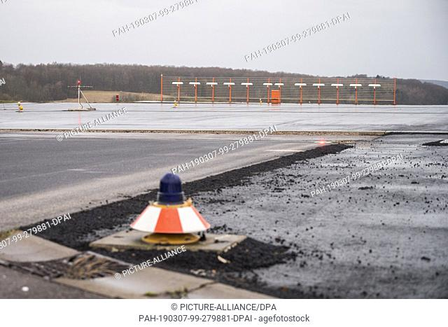 06 March 2019, Saarland, Saarbrücken: The safety area called RESA (Runway End Safety Area) at the western end of the runway of Saarbrücken Airport