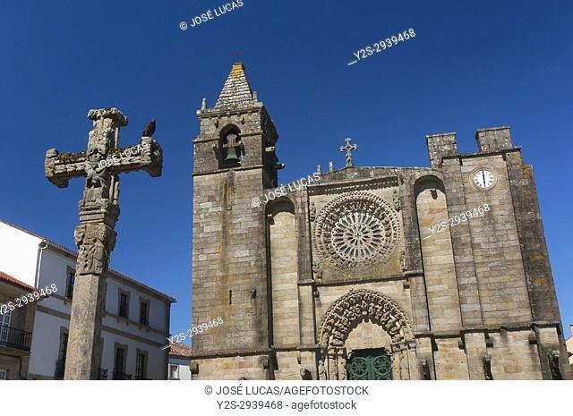 Church of San Martin (15th century) and traditional Cruceiro, Noya, La Coruna province, Region of Galicia, Spain, Europe