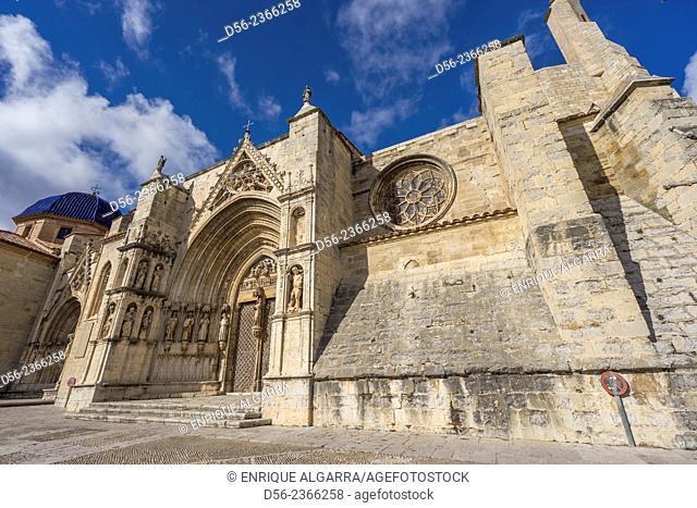 Puerta de los Apostoles. Facade of Gothic church of Santa María la Mayor 13th-14th century. Morella. Els Ports. Castellón province. Valencia. Spain
