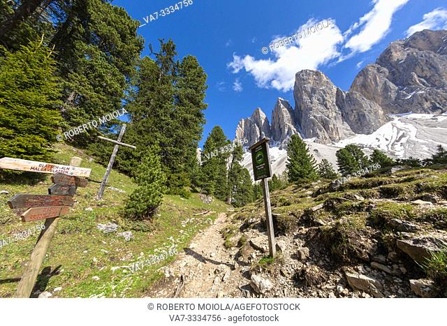 Signage and hiking trails in Puez-Odle Nature Park, Dolomites, Funes, Bolzano province, South Tyrol, Italy