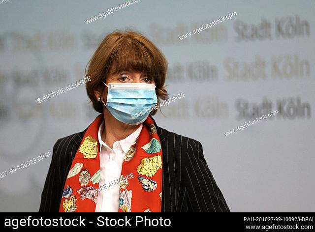 27 October 2020, North Rhine-Westphalia, Cologne: Henriette Reker, Lord Mayor of Cologne, comes to a press conference at the start of the carnival