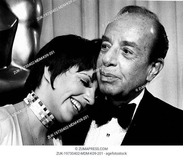 March 6, 1973 - Hollywood, CA, U.S. - Singer LIZA MINNELLI enjoys time with her father VINCENTE MINNELLI at the Academy Awards