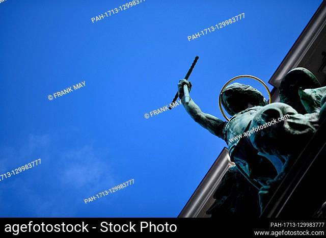 Sculpture at the Sankt Michaelis church Hamburg, Germany, city of Hamburg, 17. February 2020. Photo: Frank May | usage worldwide. - Hamburg/Germany