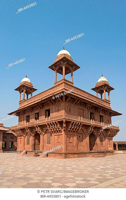Diwan-i-Khas, private Audience Hall or Jewel House, Fatehpur Sikri, India