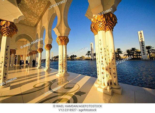 Courtyard of Sheikh Zayed Mosque, Grand Mosque, Abu Dhabi, UAE