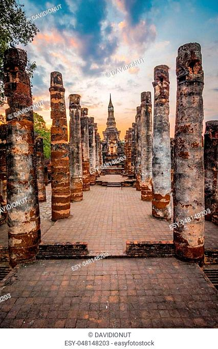 Sitting Budha in Wat Mahathat, historical park which covers the ruins of the old city of Sukhothai, Thailand