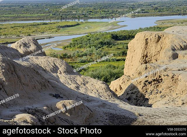 Uzbekistan, Autonomous republic of Karakalpakstan. Nukus region, Chilpyk (Chilpak) Kala, Zoroastrian tower of silence used for the burial of the dead