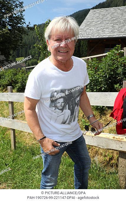 "26 July 2019, Austria, Bad Kleinkichheim: G. G. Anderson at the artists' meeting on the fringe of the open air event """"Wenn die Musi spielt"""""