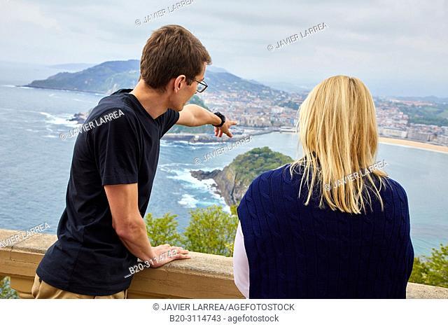 Tour guide with woman, Tour along the coast of the Basque Country, Monte Igeldo, Donostia, San Sebastian, Gipuzkoa, Basque Country, Spain, Europe