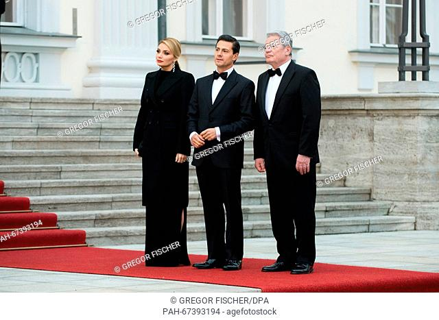 German President JoachimGauck (R-L), Mexican President Enrique Pena Nieto and the latter's wife Angelica Rivera pictured during the reception for the state...