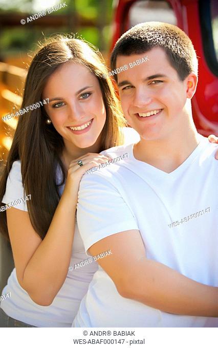 USA, Texas, Teenage boy and girl smiling, portrait