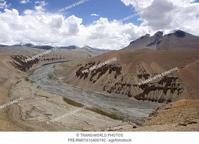 Landscape between Pang and Taglang La, Manali-Leh Highway, Jammu and Kashmir, India / Landschaft zwischen Pang und dem Taglang La, Manali-Leh Highway