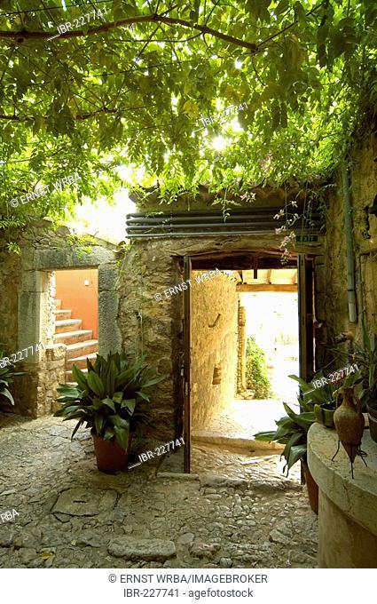 Court yard, finca Es Castell, Binibona near Selva, Majorca, Spain