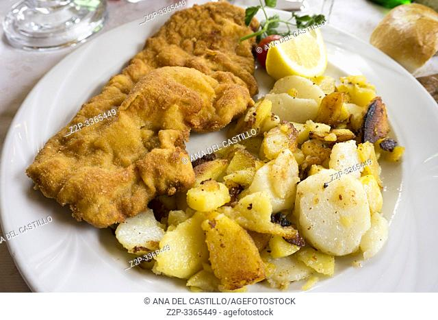 schnitzel with fried potatoes