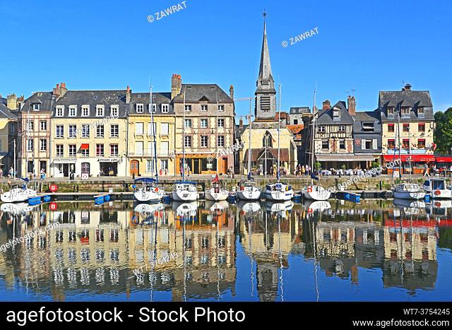 Boats and houses, Vieux Bassin