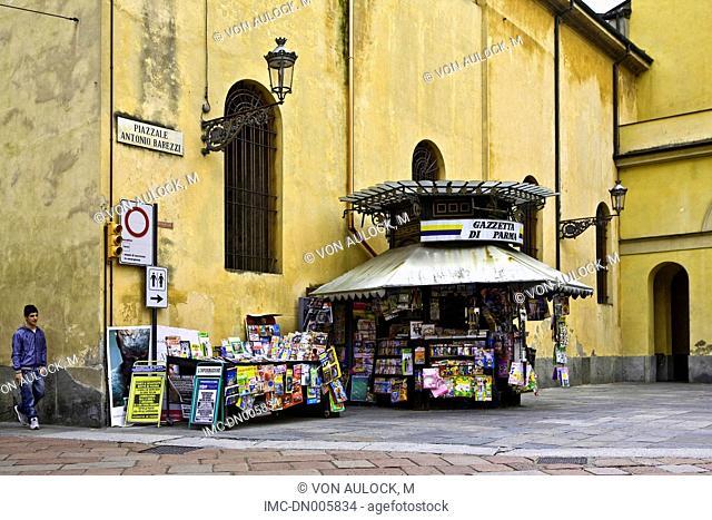 Italy, Liguria, Genoa, news kiosk near the church