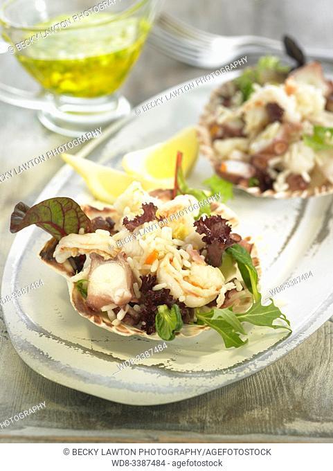 ensalada de arroz con vieiras, marisco y vinagreta de ajo tierno / Rice salad with scallops, seafood and tender garlic vinaigrette
