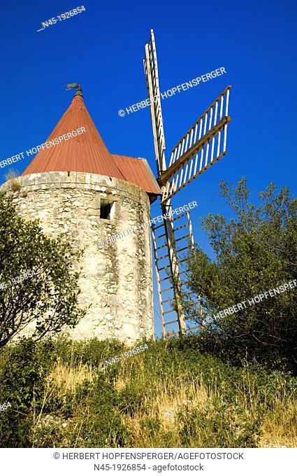 Moulin Daudet windmill, Fontvieille, Bouches-du-Rhône, Provence-Alpes-Côte d'Azur, France
