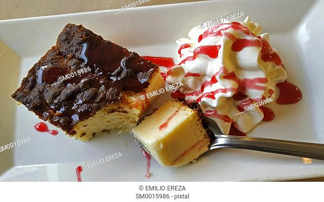 Cake with cream and coulis