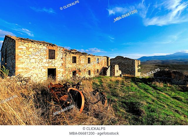 Ancient farm in Val d'Orcia, near San Quirici d'Orcia village, Siena district, Tuscany, Italy