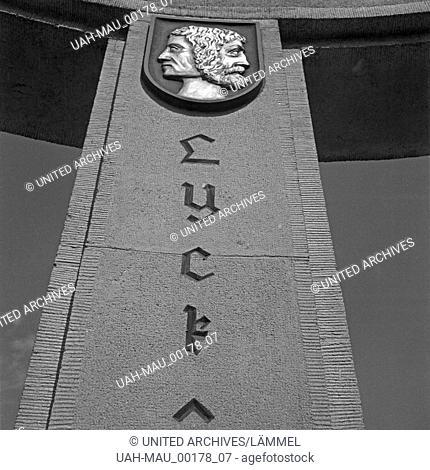 Säule, Inschrift und Wappen der Kreisstadt Lyck im Abstimmungsdenkmal auf dem Jakobsberg bei Allenstein in Ostpreußen, Deutschland 1930er Jahre