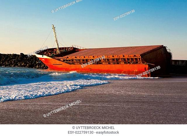 Luno shipwreck on the beach of Anglet