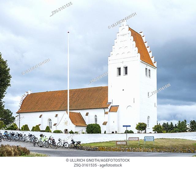 Exterior view of Fanefjord Church, Moen Island, Denmark, Scandinavia, Europe. Aussenansicht der Fanefjordkirche, Insel Mön, Dänemark, Skandinavien, Europa