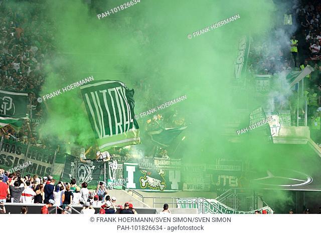 Bremen fans, football fans, ultras, chaotic, ending green Bengalos, green smoke, smoke, football 1. Bundesliga, 31.matchday, matchday31