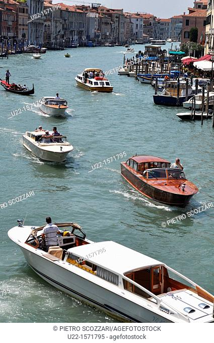 Venezia (Italy): boats along Canal Grande, seen from the Ponte di Rialto