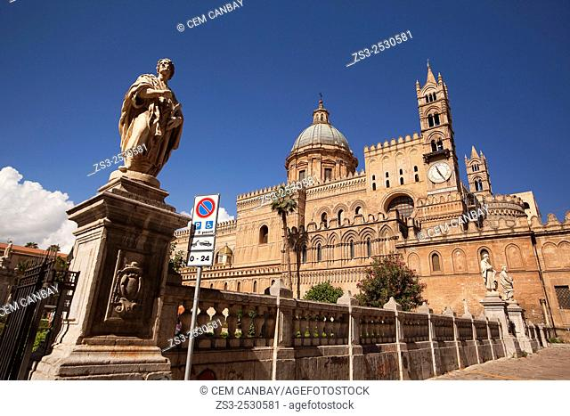 Statues and Cathedral, Palermo, Sicily, Italy, Europe