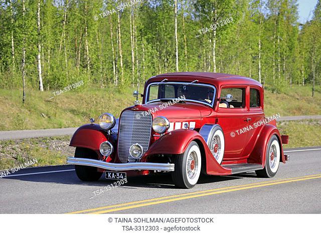 Salo, Finland. May 18, 2019. Beautiful red Lincoln KA classic car, presumably 1934, on Salon Maisema Cruising 2019. Credit: Taina Sohlman/agefotostock