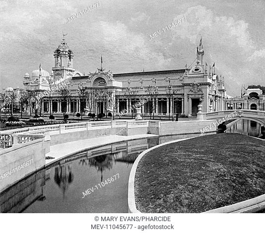 Photograph of the Lagoon and French Applied Arts Building in a souvenir booklet for the Franco-British Exhibition, held at White City, West London