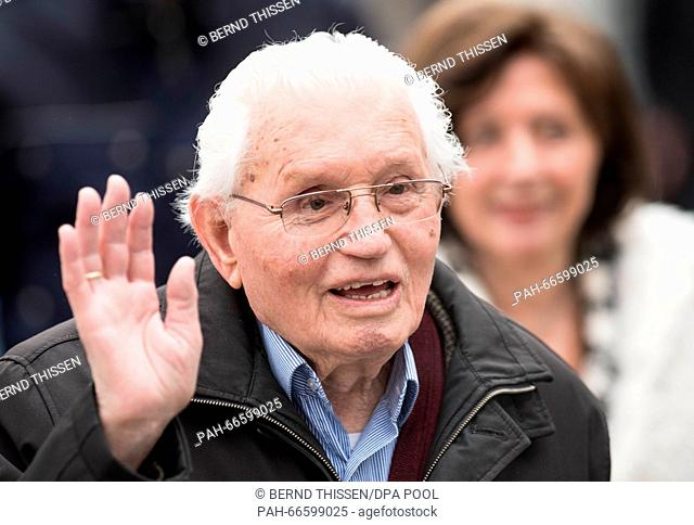 Witness Jakob Wendel arrives for the continuation of his trial trial against former SS guard Reinhold Hanning, in Detmold, Germany, 11 March 2016