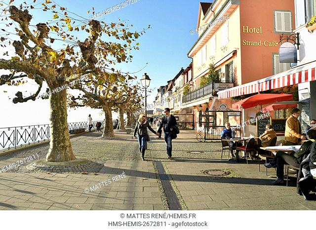 Germany, Baden Wurttemberg, Lake Constance (Bodensee), Meersburg, Historical center, lakeside promenade
