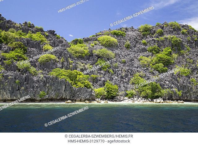 Philippines, Palawan, Taytay Bay, Isla Blanca, Nabat Island and its limestones