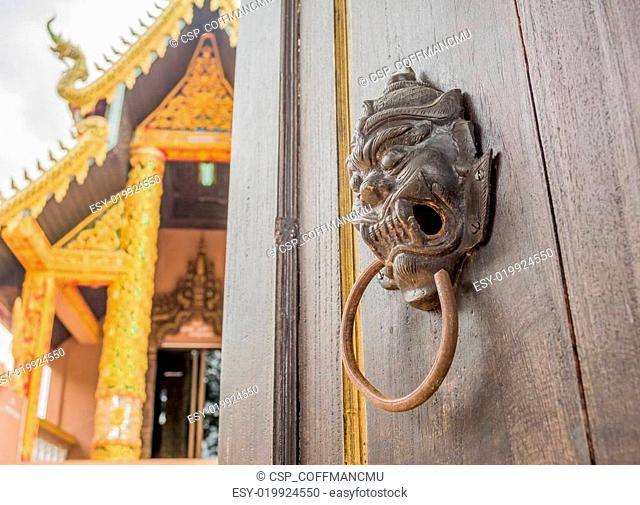 door open to see templ