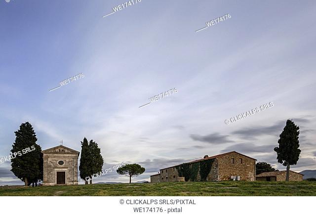 Madonna of Vitaleta Chapel and farmhouse nearby, Italy, Tuscany, Siena province, San Quirico