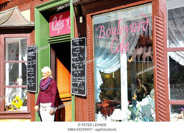 Germany, Saxony-Anhalt, Quedlinburg, in the market, boulevard cafe, nostalgically, service
