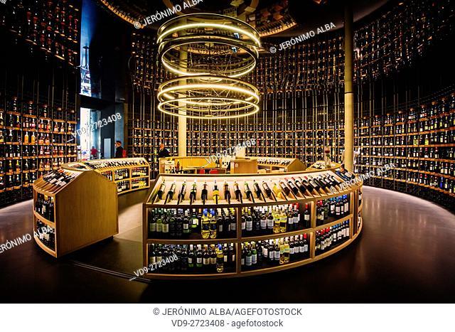 Wine cellar. La Cité du Vin, Wine house museum, inside. Bordeaux, Gironde. Aquitaine France Europe
