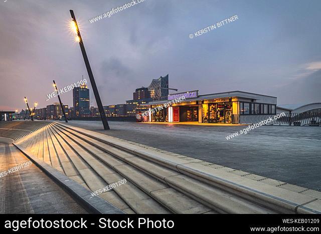 Germany, Hamburg, Vorsetzen, Ueberseebruecke with Elbphilharmonie in background
