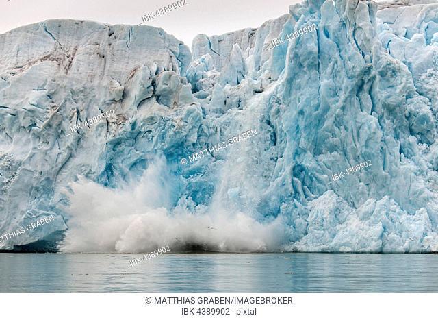 Ice calving, Monacobreen or Monaco Glacier, Liefdefjorden, Spitsbergen, Svalbard Islands, Svalbard and Jan Mayen, Norway