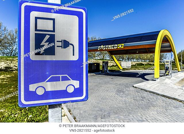 'S-HEER ARENDSKERKE, HOLLAND - MAY 1: Charging point for electric cars Vliedberg on May 1, 2016 in 's Heer Arendskerke