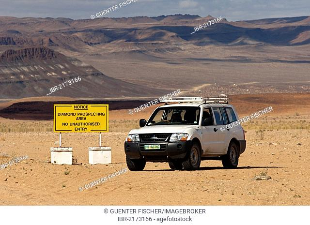 Off-road vehicle at the access point to a diamond mining zone in the border area between South Africa and Namibia, at back, Richtersveld National Park